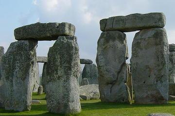 Gita autonoma di una giornata con navetta da Londra a Stonehenge