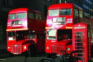 Vintagebusstur i London med flodkryssning på Themsen och lunch som ...