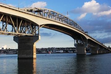 escalade-du-harbour-bridge-auckland