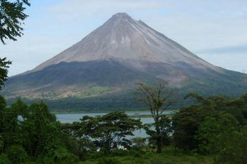 2 Days: Arenal Volcano & Tabacon Hot Springs from San Jose