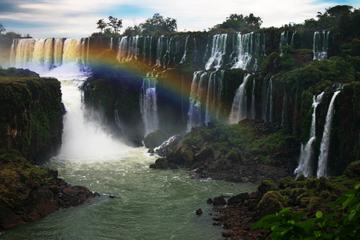Excursión con alojamiento todo incluido al lado brasileño y a la...