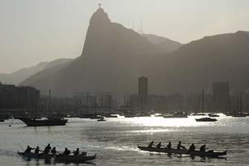 Recorrido en canoa por la montaña del Pan de Azúcar, en Río de Janeiro