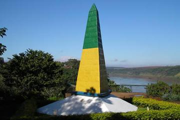 Recorrido por la ciudad Foz de Iguaçu y el emblemático Hito Tres...