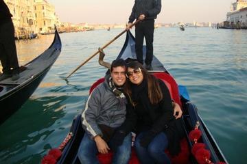 Gondolfärd och serenad i Venedig