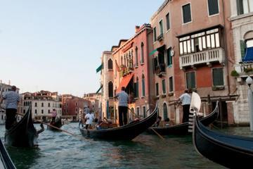 Rundtur till fots och gondolfärd i Venedig