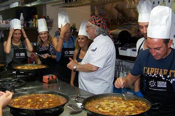 Clase de cocina para preparar paella...