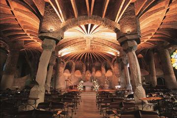 Gita giornaliera a Barcellona: Montserrat, Colonia Güell e Cripta di