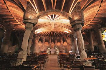 Heldagstur fra Barcelona: Montserrat, Colonia Guell og Gaudi-krypten