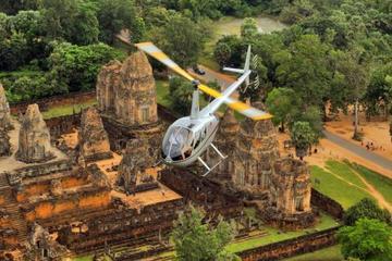 Voo de helicóptero em Angkor Wat com...