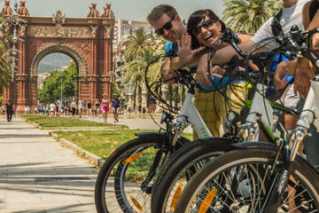 Private Vintage Bike and Photography Tour in Barcelona