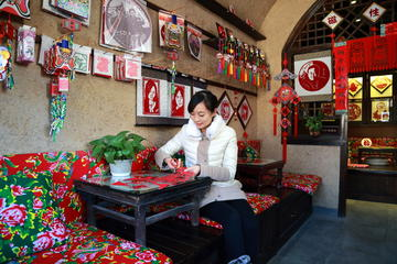 Luxury Tour: WTown Sightseeing and Handicrafts DIY Experience...