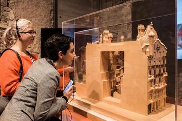 Entrada al Gaudí Exhibition Center...