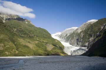 Marche dans la vallée du glacier François-Joseph