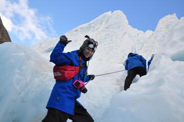 Promenade en petit groupe sur le glacier François-Joseph