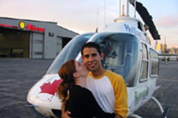 Tour privado: Paseo romántico en helicóptero por Toronto