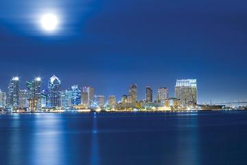 Viator Exclusive: San Diego Luxe dinercruise met tafel bij het raam ...