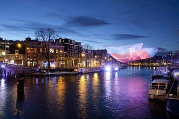 Crucero del festival de luces y colores en el agua de Ámsterdam