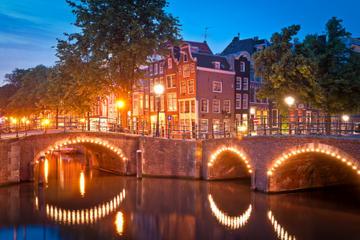 Cruzeiro com coquetel pelo canal de Amsterdã