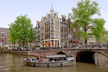Crociera sui canali di Amsterdam a bordo di una piccola barca scoperta