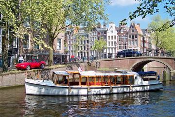Cruzeiro turístico em barco de luxo em Amsterdã