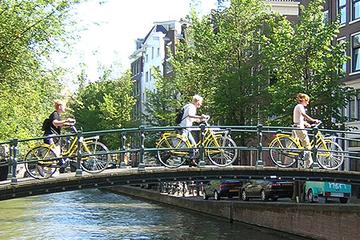 Excursão de bicicleta para grupo pequeno em Amsterdã