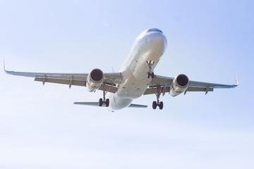 Privétransfer bij aankomst: luchthaven van Amsterdam naar hotel in ...