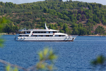 Dalmatian Highlights 7-Day Cruise Aboard the Adriatic Pearl