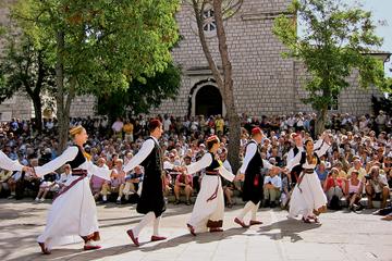 Tour du folklore de Čilipi au départ...