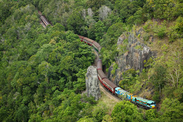 Saltafila: Kuranda Scenic Railway classe Oro e funivia Skyrail