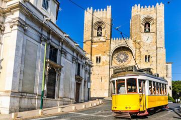 Excursão de Tradição e modernidade privada de dia inteiro em Lisboa