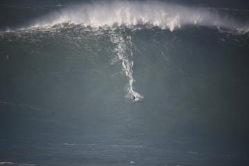 Excursão particular: grandes ondas de Nazaré saindo de Lisboa