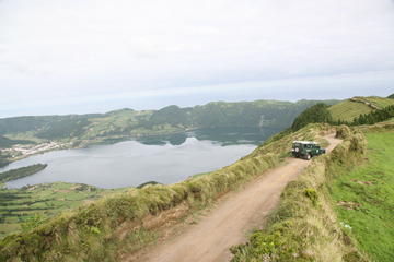 Small-Group Jeep Tour of Lagoa do...