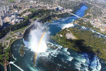 Uitgebreide helikoptervlucht over de Niagarawatervallen