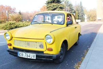 Tour du communisme dans une authentique automobile Trabant au départ...