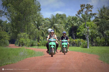 Siem Reap Motorbike Tour: An Ancient Pagoda in the Countryside