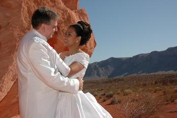 Huwelijksceremonie in Valley of Fire per privélimousine
