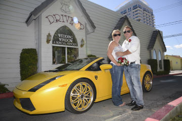 Weltbekannte Drive-up-Hochzeit in Las...