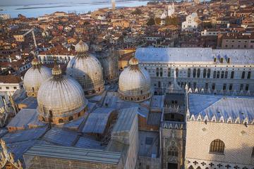 Tour a pie por Venecia más tour del Palacio de los Dogos y la...