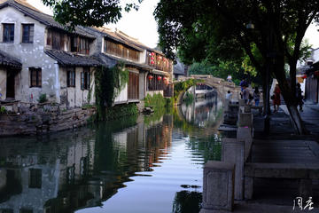 Private Day Tour: Zhouzhuang Water...