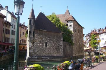 Full-Day Pérouges and Annecy Tour from Lyon