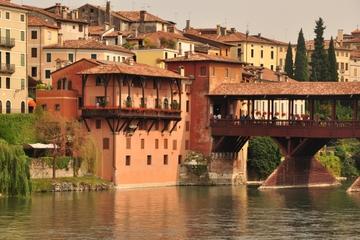 Dagsresa i liten grupp till bergsstäderna i Veneto från Venedig