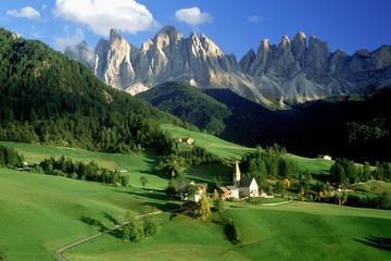 Viagem diurna para grupos pequenos até as Montanhas Dolomitas saindo...