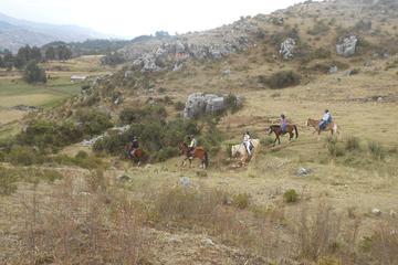 Excursão de passeio a cavalo de meio dia para as ruínas incas saindo...
