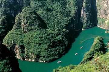 Longqingxia Gorge Cruise and Guyaju Cave Dwellings Private Day Tour