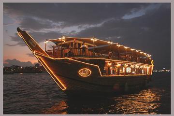 Dhow-sejltur med middag på Dubai Creek med transfer