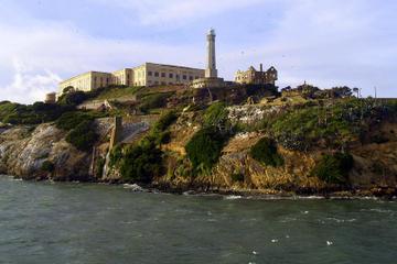 アルカトラズ島とミュアウッズ、巨大セコイアとサウサリートを訪れる日帰り旅行