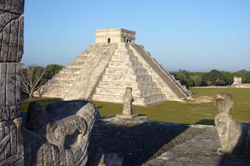 Chichen Itza Day Trip with Breakfast, Lunch, Cenote Swim and Valladolid from Cancun