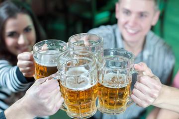 Visita nocturna con cerveza y...
