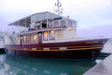 Book 2-Hour 1000 Islands Dinner Cruise on Viator