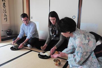 東京で本場の緑茶と和菓子を体験